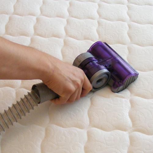 Mattress-Cleaning-Dust-&-Pollen-babylon-new-york